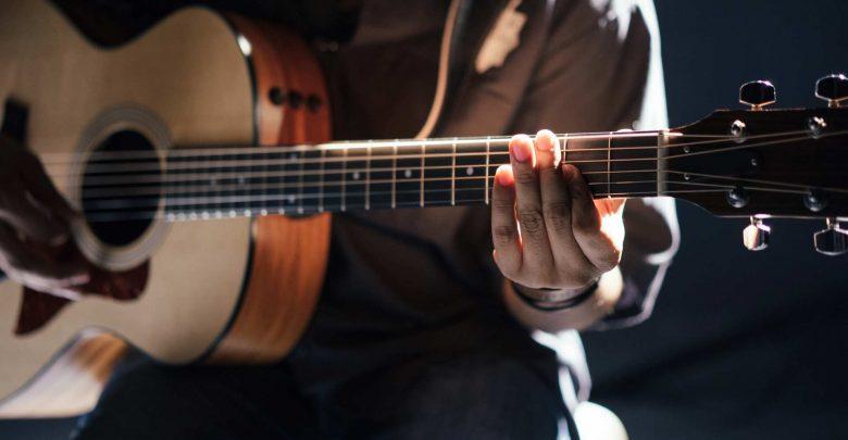 Photo of 3 coole Spezialakkorde auf der Gitarre